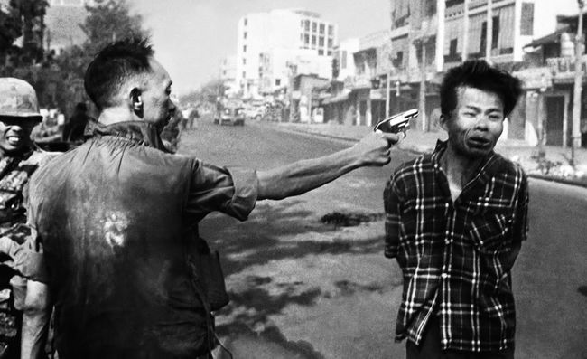 Viet Cong Captain Bảy Lốp executed by General Loan