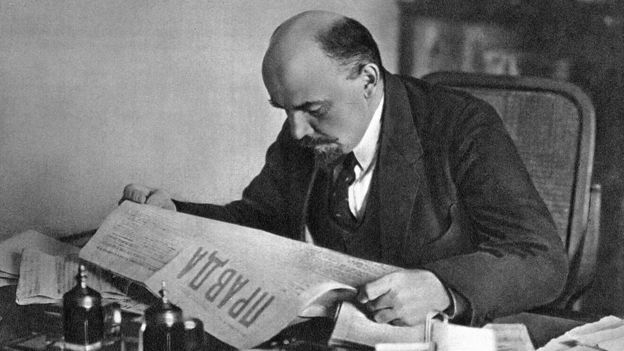 Lenin reading Pravda